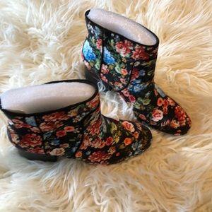 Aerosoles 2 inch flowered bootie